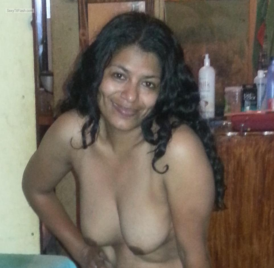 Medium Tits Of My Wife Topless Rosalita