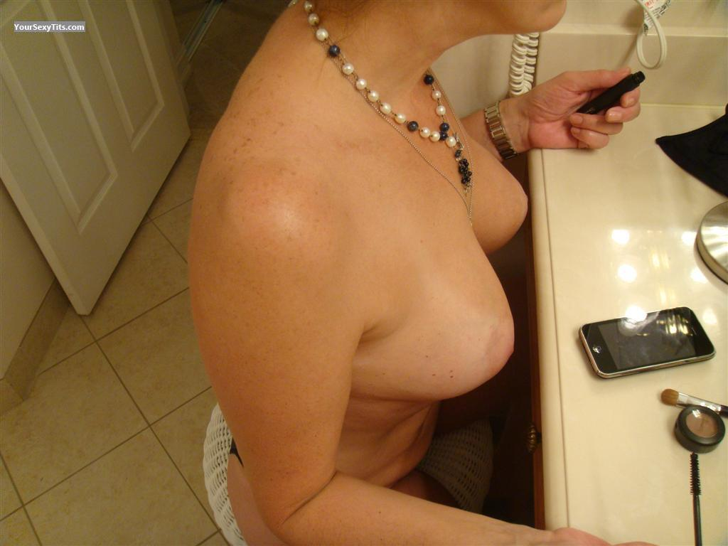 Medium Tits LINDA