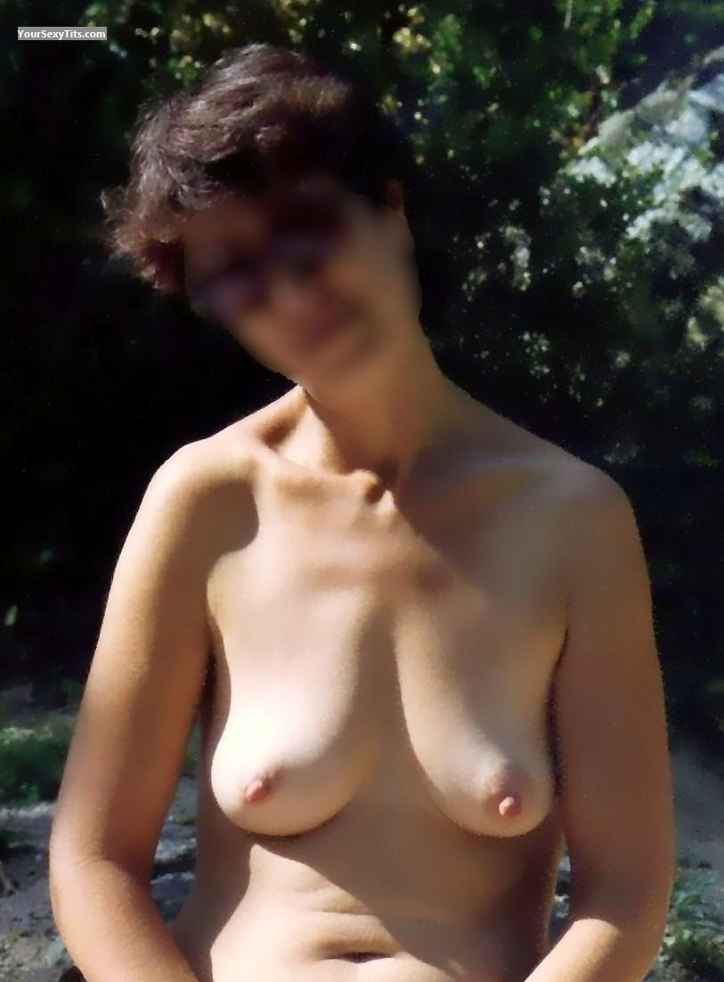 Tit Flash: Medium Tits - Calinou from United States