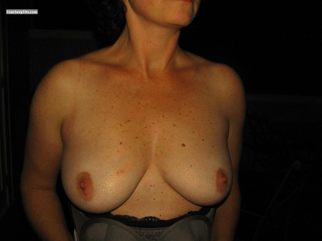 Tit Flash: Medium Tits - Aukgirl from New Zealand