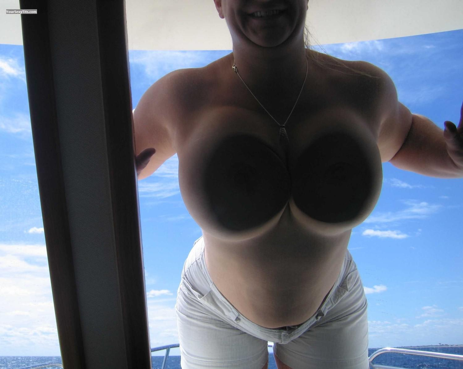 Tit Flash: Very Big Tits - Faans Flasher from United States