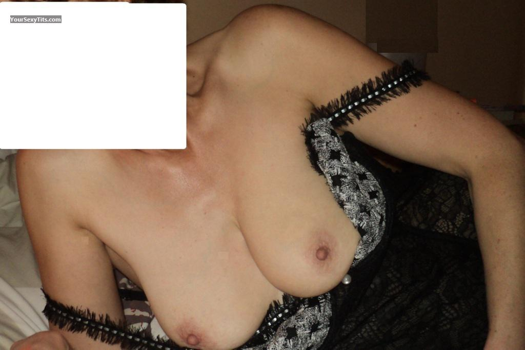 Tit Flash: Medium Tits - MILF from France