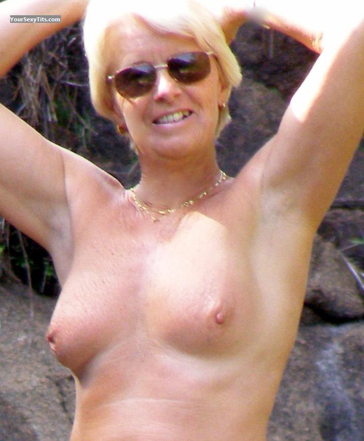Medium Tits Topless Linda