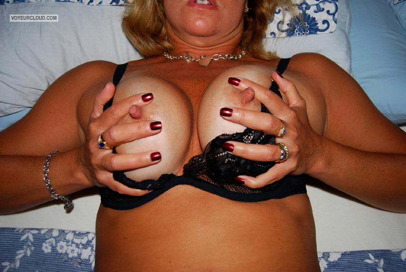 Medium Tits Of My Wife Hot Annie