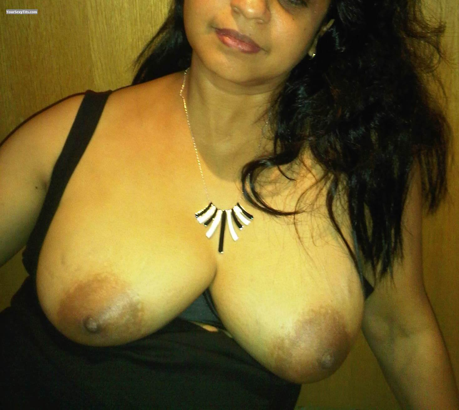 Tit Flash: Medium Tits - Su from United States