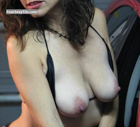 Tit Flash: Medium Tits - Mysterymilf from United States