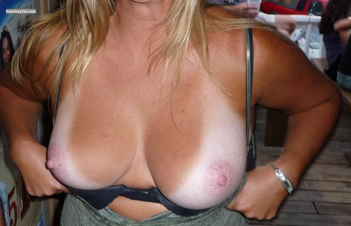 Tit Flash: Medium Tits - Nipples from United States