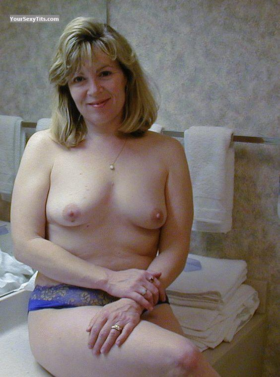 Medium Tits Topless West Virginia Wife
