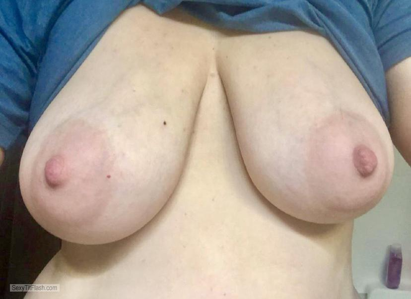 Tit Flash: Room Mate's Medium Tits (Selfie) - Leah from United States