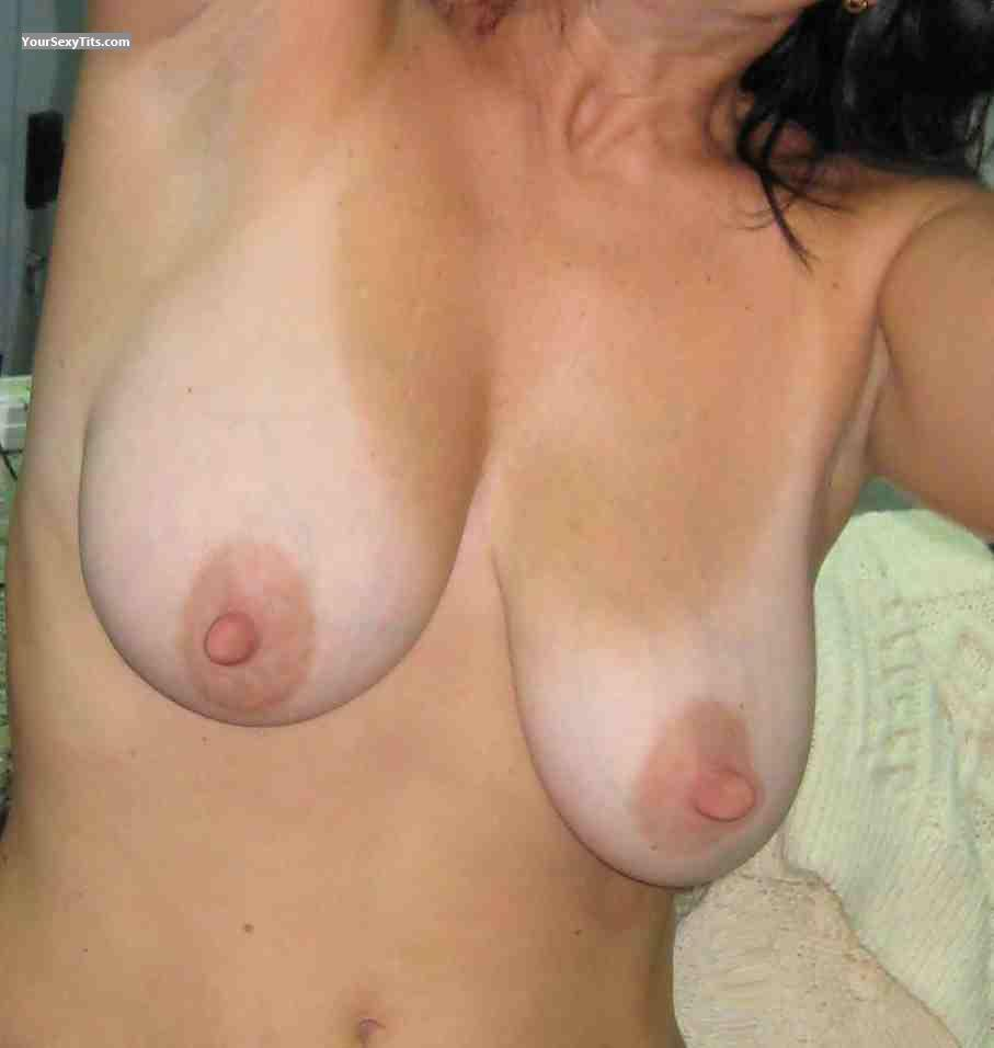 Medium Tits Anne
