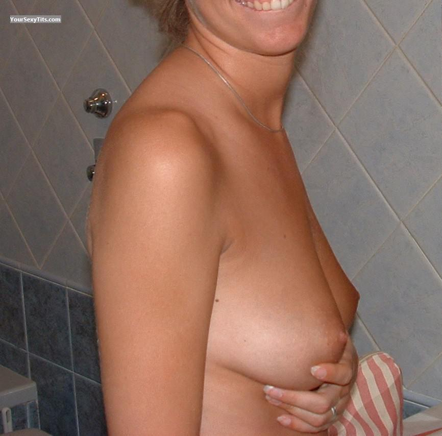 Tit Flash: Medium Tits - Aky from Italy