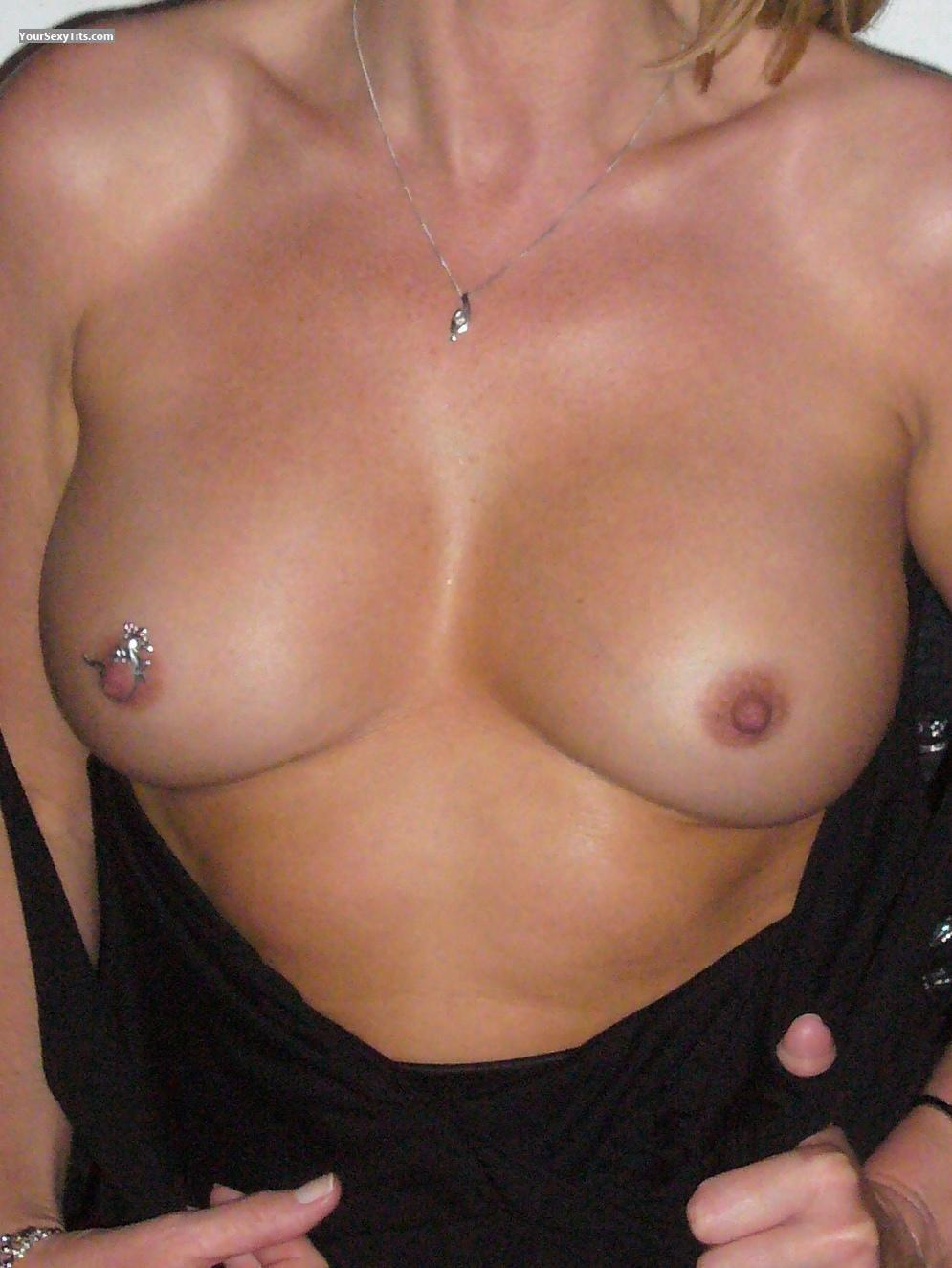 Tit Flash: Medium Tits - Toni from United Kingdom