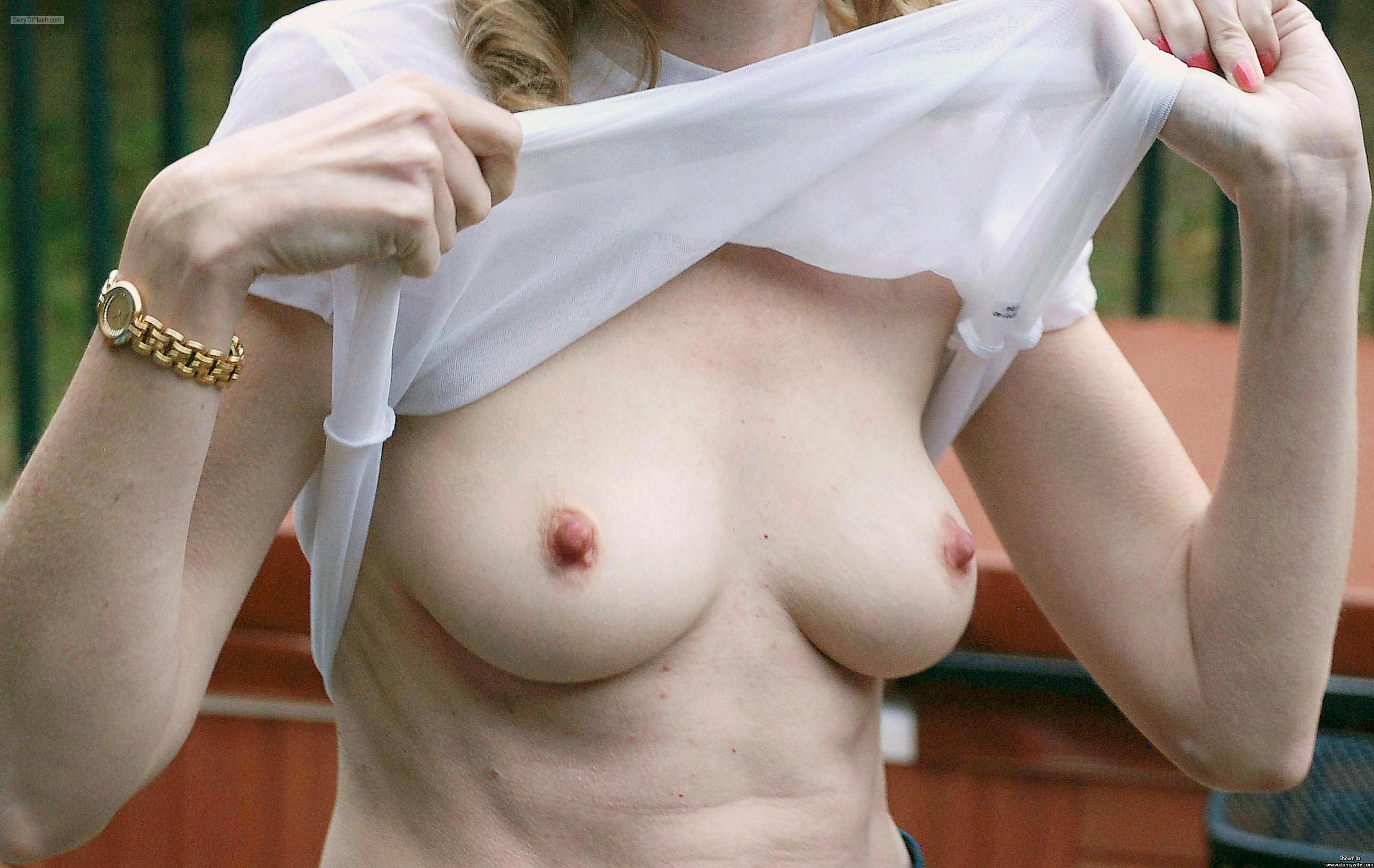 Tit Flash: Wife's Medium Tits - Cayman\\\\\\\\\\\\\\\'s Wife from United States