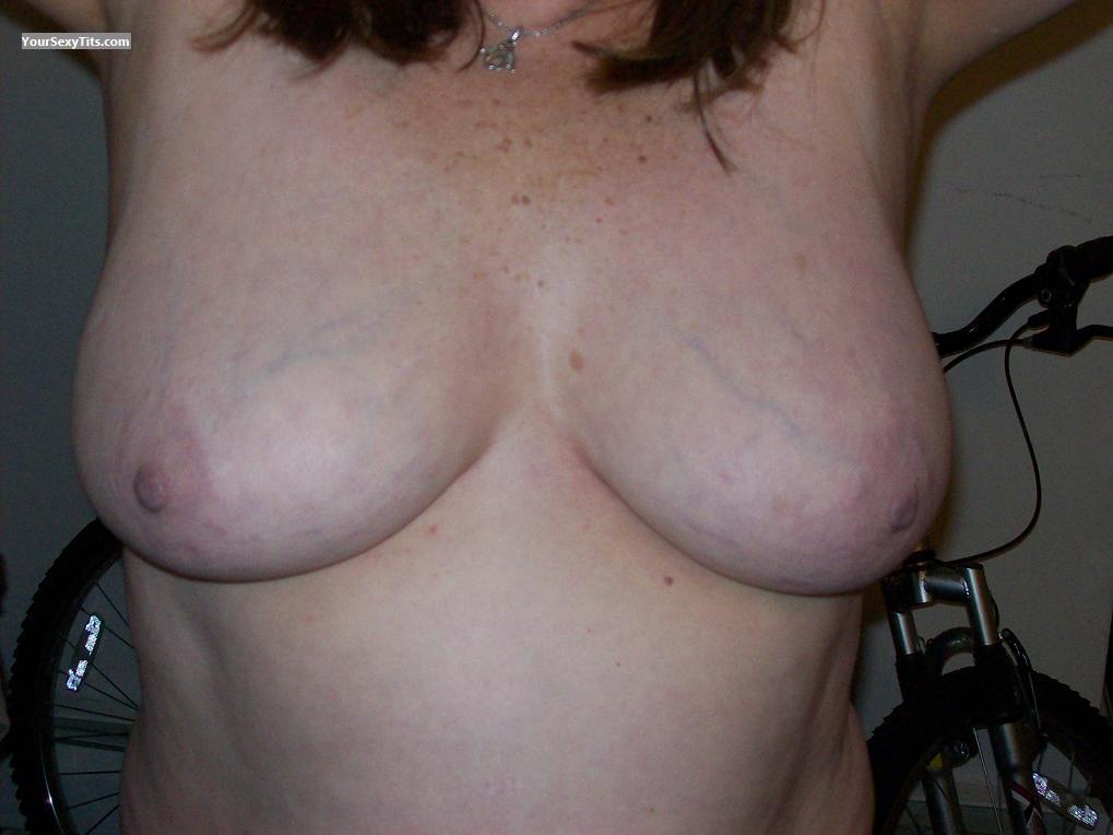 Tit Flash: Medium Tits - Ample Annie from United States