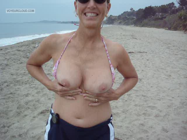 Tit Flash: Wife's Medium Tits - Amy from United States