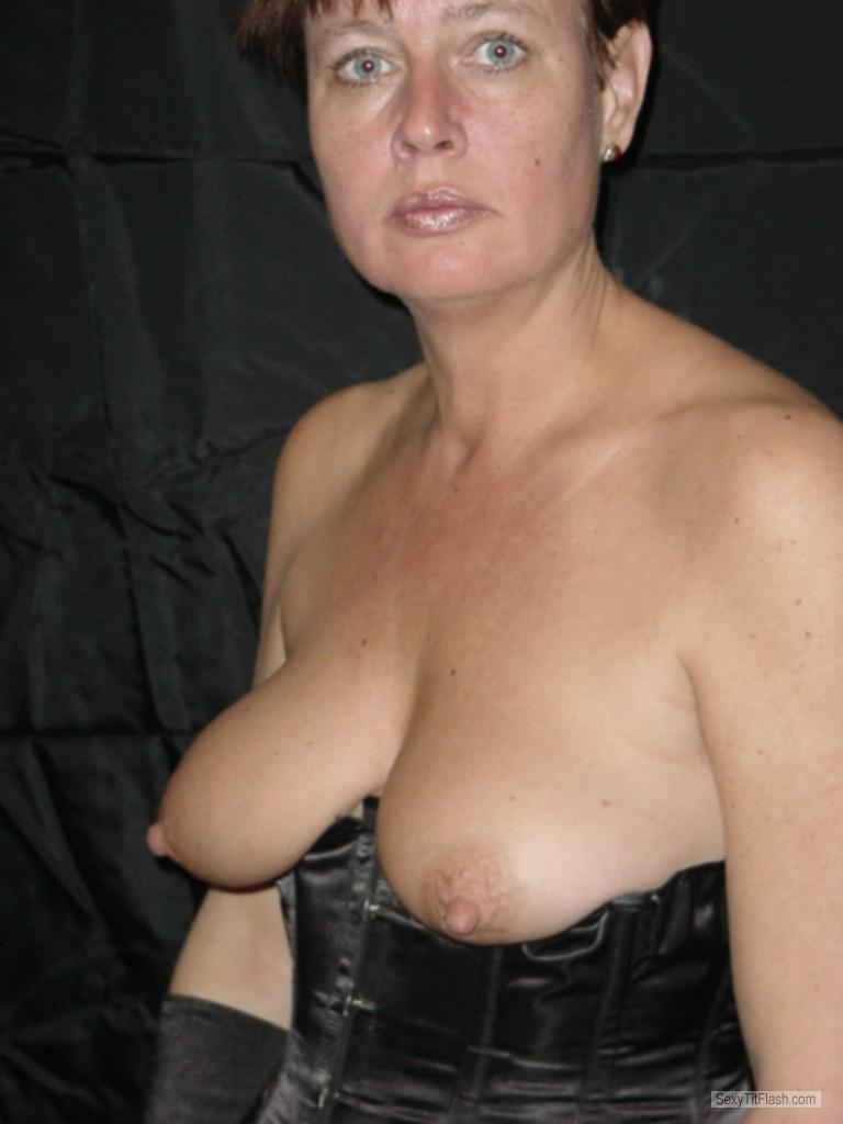 Medium Tits Of My Wife Topless Erootje