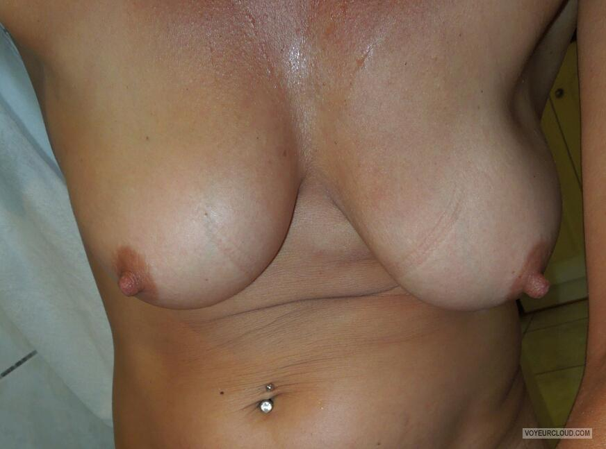 Tit Flash: Wife's Medium Tits - Hornyboobs from United Kingdom
