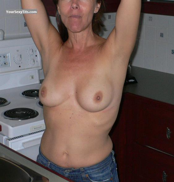 Medium Tits Of My Wife Kitchen Flash