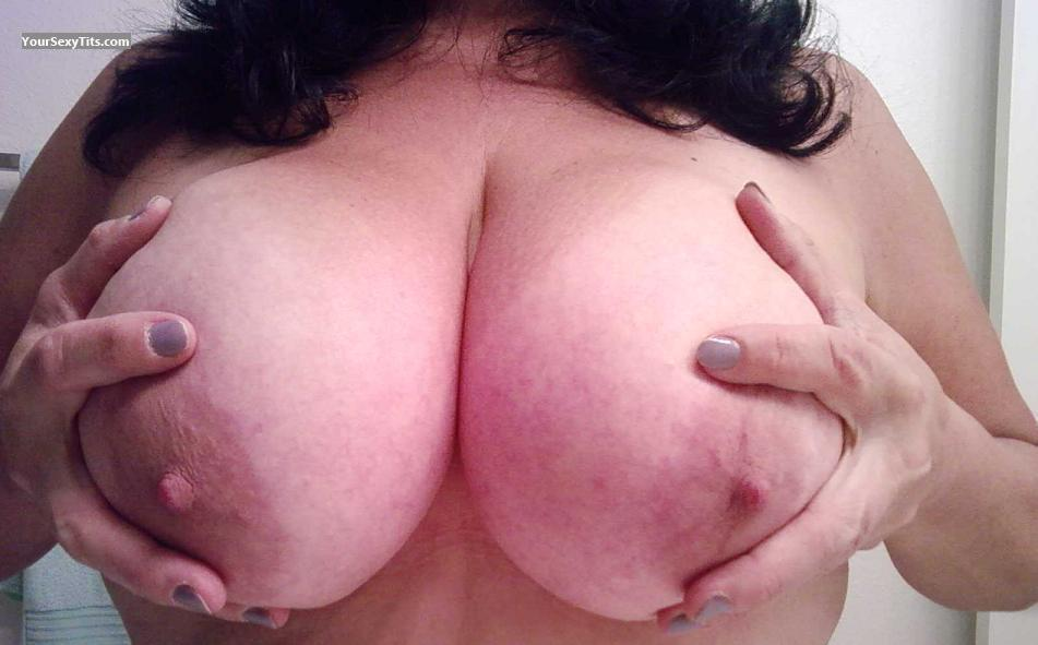 Tit Flash: Very Big Tits - Penelope from United States