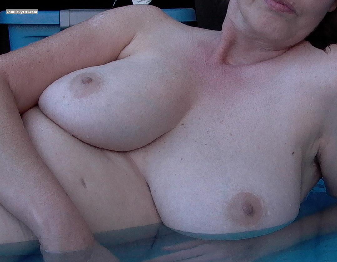 Tit Flash: Medium Tits - Missbigtits from United States