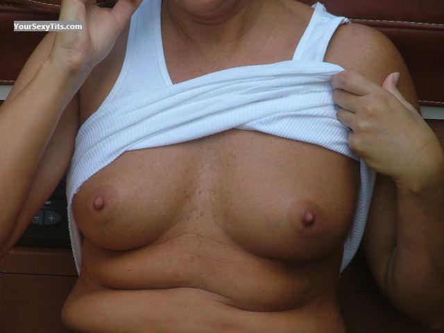 Medium Tits Of My Wife Noel