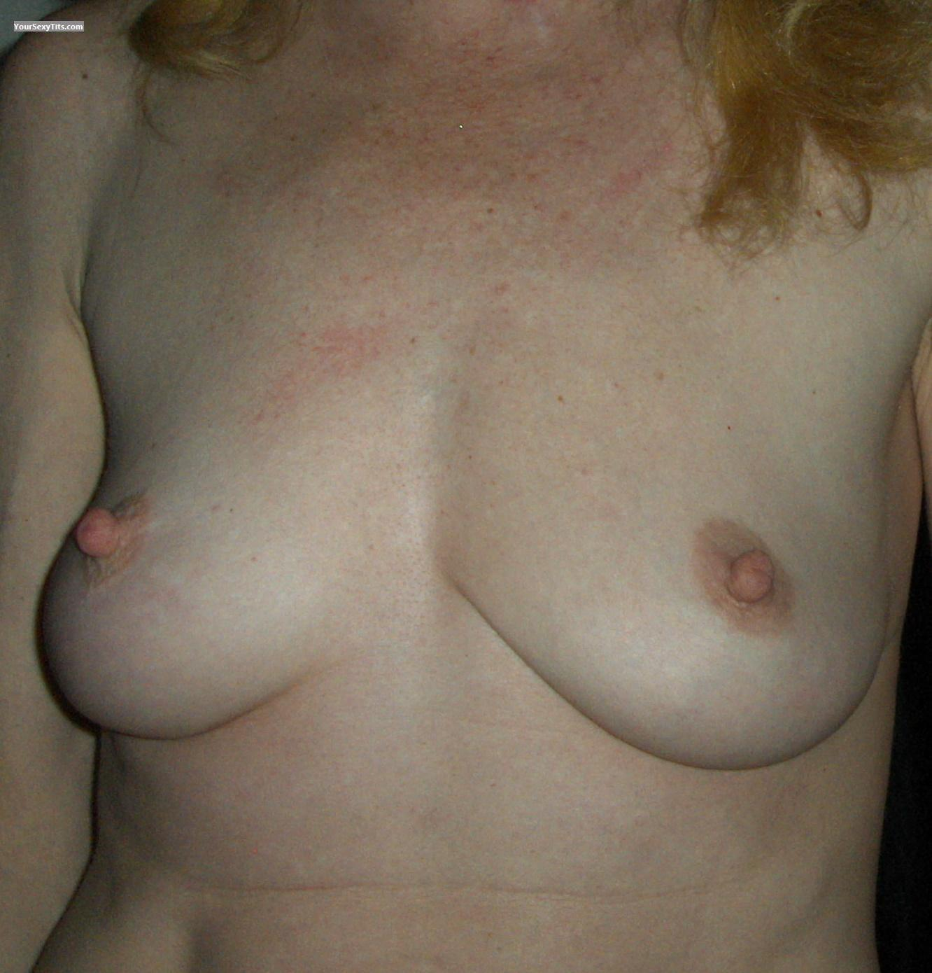 Tit Flash: Medium Tits -