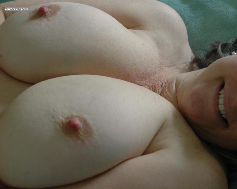 Tit Flash: Big Tits - Linda from United States