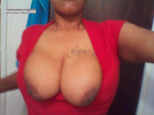 Tit Flash: Wife's Big Tits - Dtowndddz from United States
