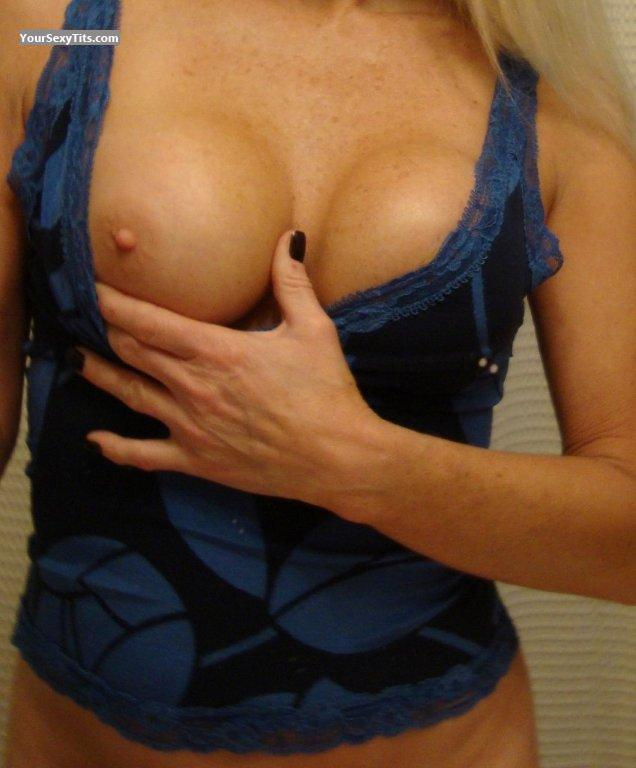 Medium Tits Of My Wife Cali Wonder