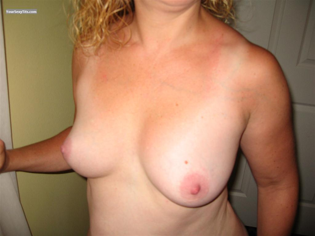 Tit Flash: Medium Tits - Curveyk from United States