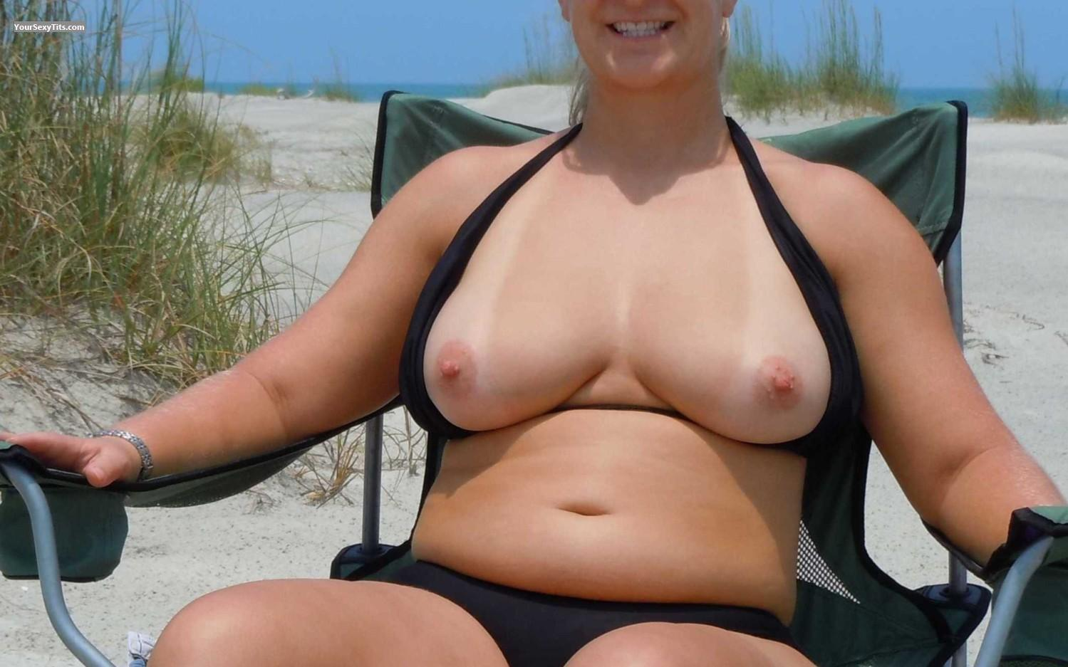 Tit Flash: Medium Tits - Faans Flasher - Beach Chilli from United States