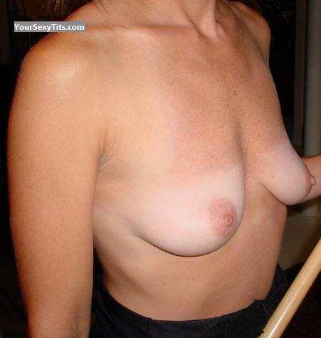 Tit Flash: Medium Tits - Hot Woman from United States