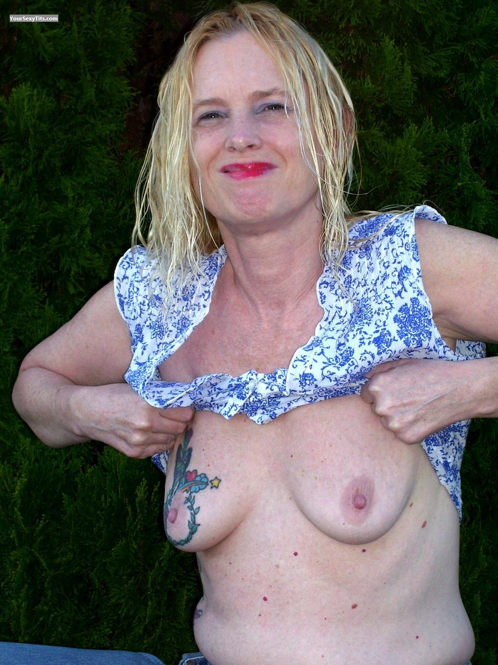 Medium Tits Topless Little Miss Linda