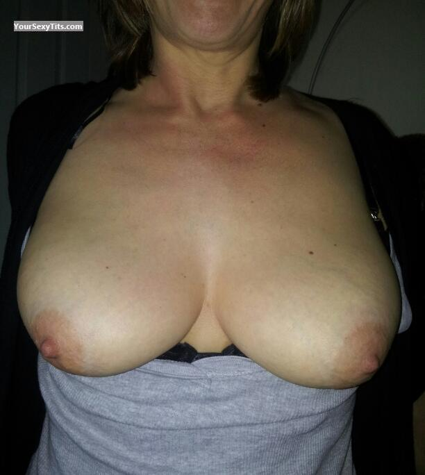 Medium Tits Of My Girlfriend Keysmilf