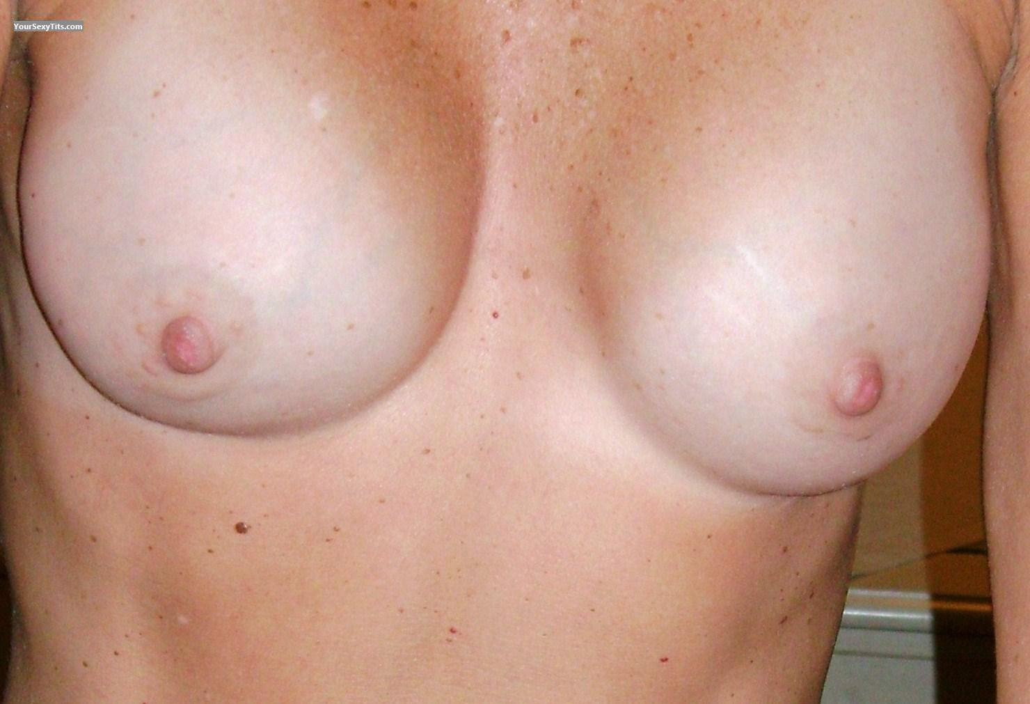 Tit Flash: Medium Tits - Sexycpl from United States