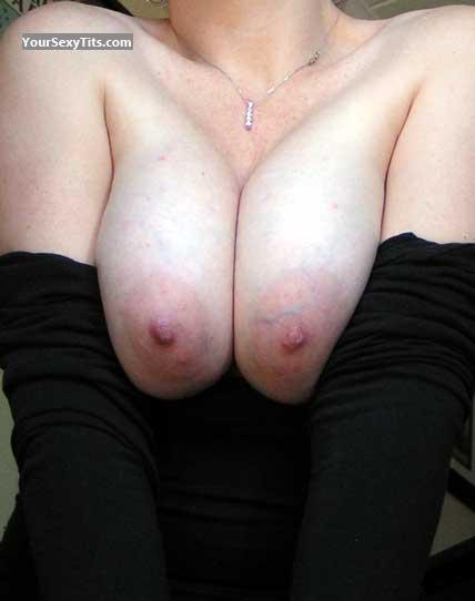 Tit Flash: Medium Tits - Sweetcheeks from United States