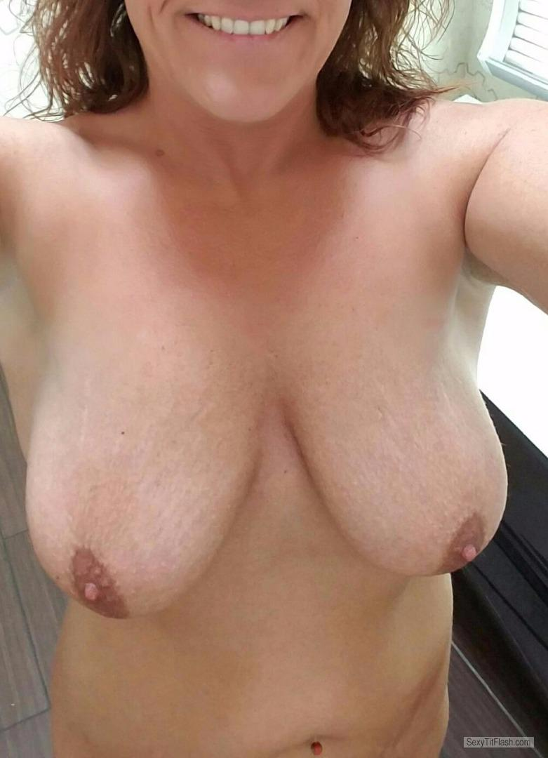 Medium Tits Of My Wife Topless Scorp