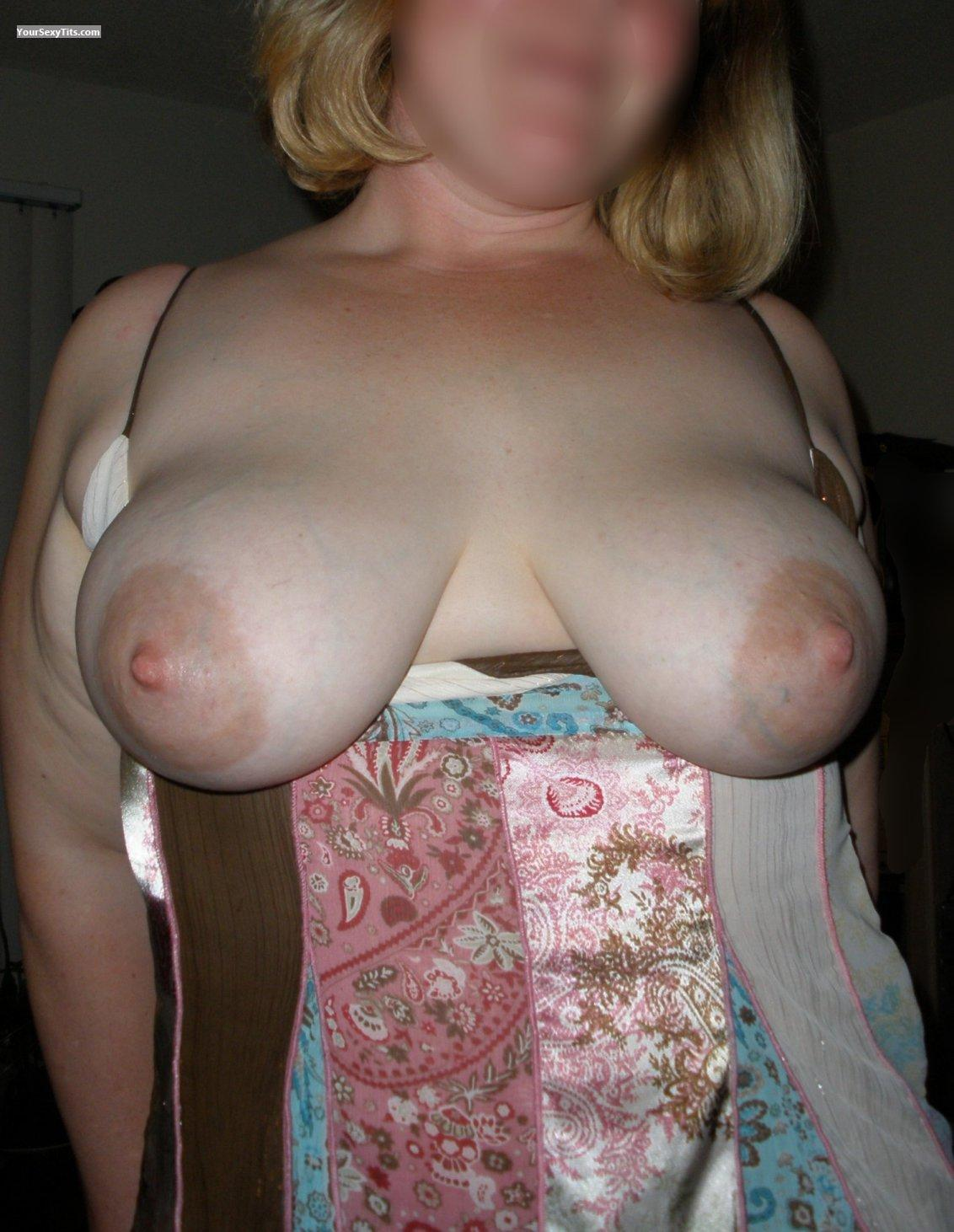 Tit Flash: Big Tits - Voluptuous from United States
