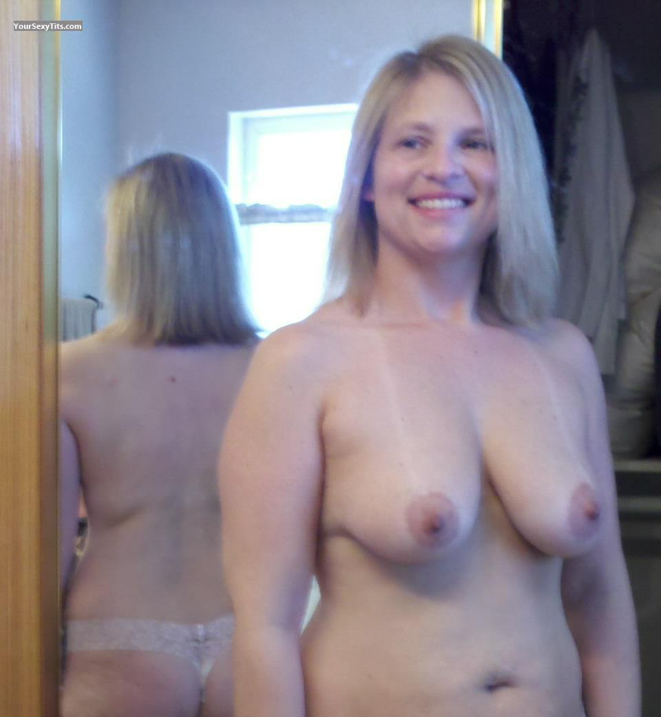 topless tits girl American medium