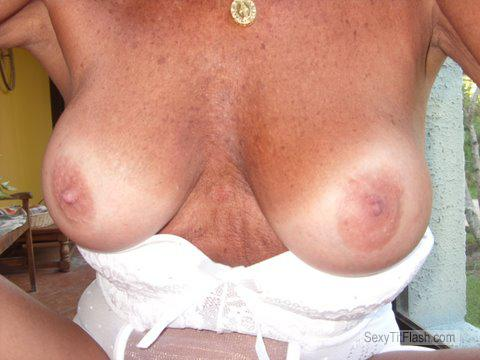 Tit Flash: Wife's Medium Tits - FRANCINE from United States