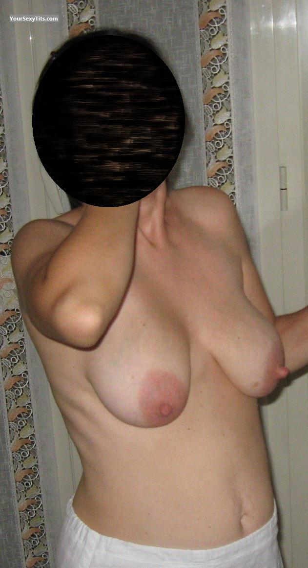 Tit Flash: Medium Tits - Pauline from United States