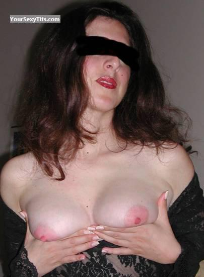 Tit Flash: My Medium Tits - Samra Again from United Arab Emirates