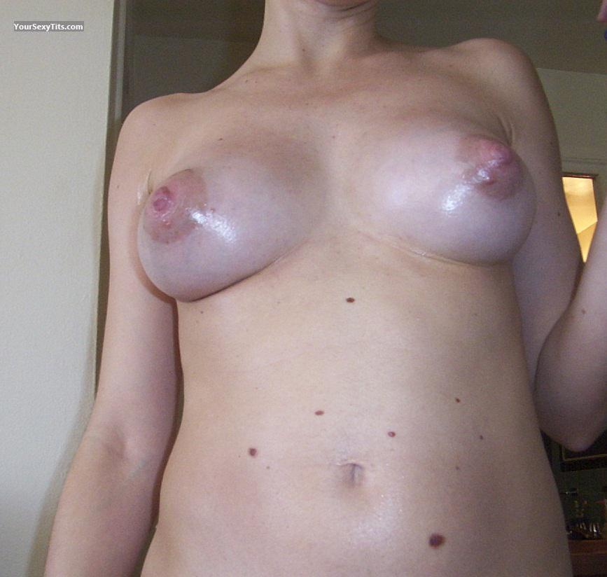 Tit Flash: Medium Tits - Basur from United States