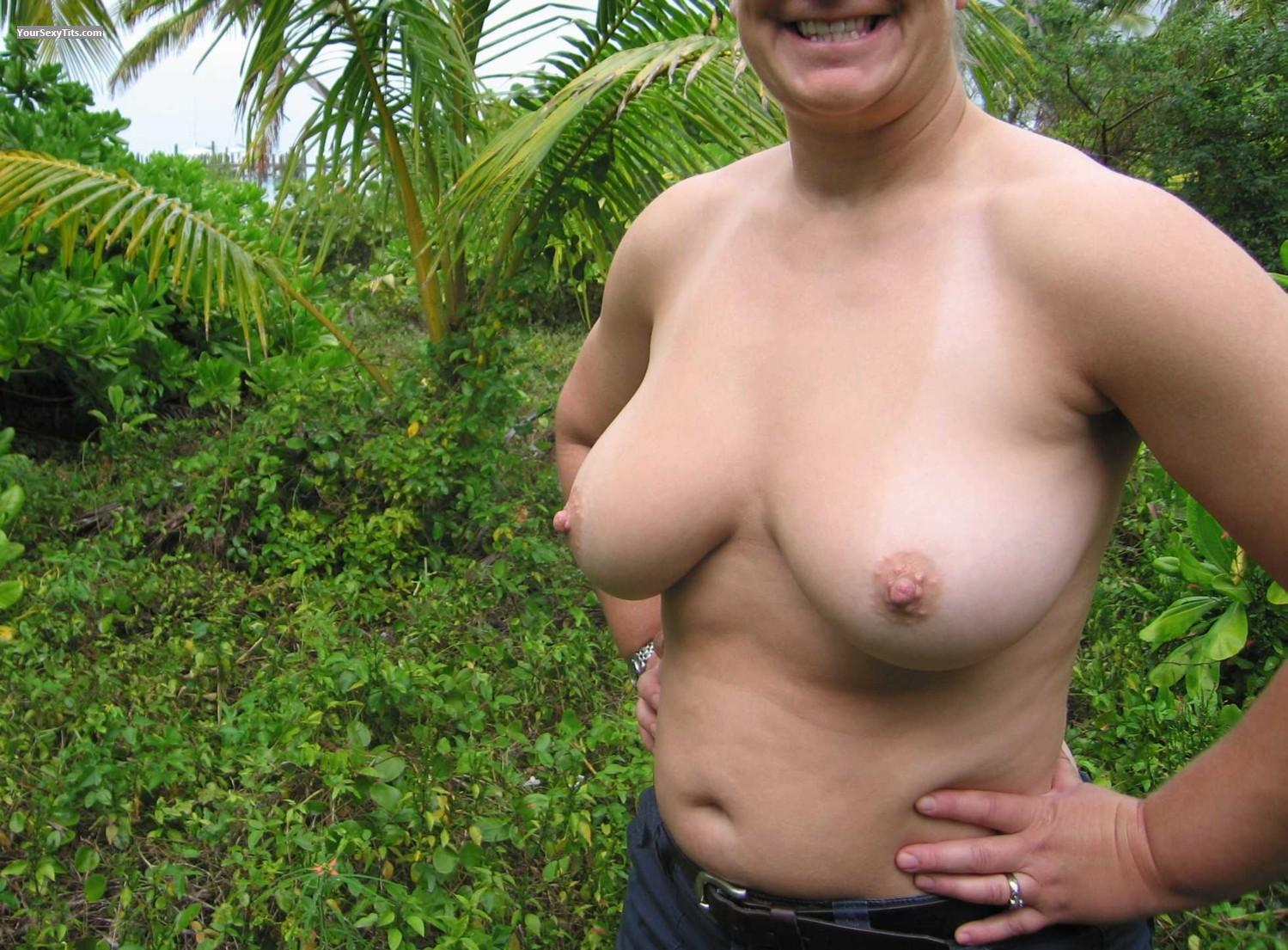 Tit Flash: Medium Tits - Faans Flasher from United States