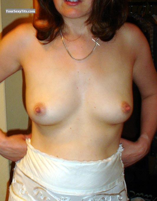 Tit Flash: Medium Tits - UK Wife from United Kingdom