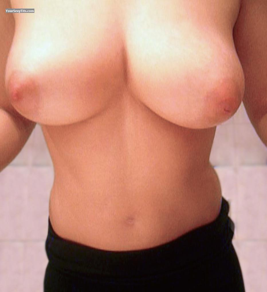 Tit Flash: Girlfriend's Medium Tits (Selfie) - Samaya Samaya from Russian Federation