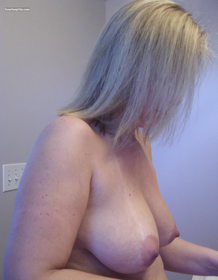 Tit Flash: Big Tits - Topless American Girl from United States