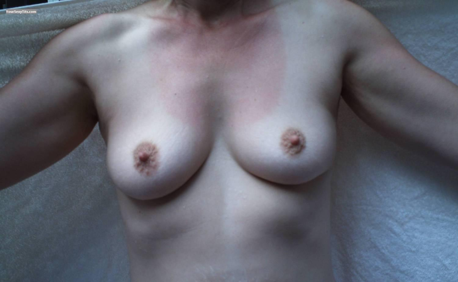 Medium Tits Lady