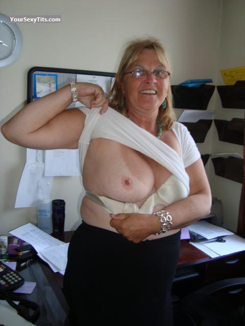 Tit Flash: Medium Tits - Topless Bonnie from United States