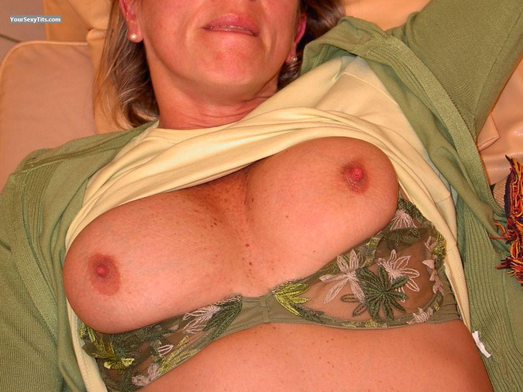 Tit Flash: Medium Tits - Nicy from United States